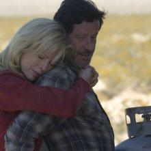 Kim Basinger e Joaquim de Almeida in una scena del film The Burning Plain