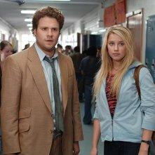 Seth Rogen e Amber Heard in una scena di Strafumati