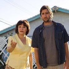 Adriana Barraza e Luke Wilson in una scena del film Henry Poole is Here