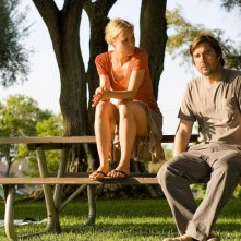Radha Mitchell e Luke WIlson in una sequenza del film Henry Poole is Here