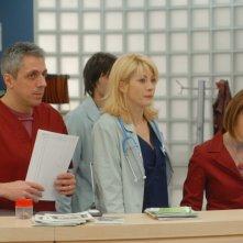 Milena Miconi, Max Pisu e Giusy Frallonardo in una scena di Terapia d'urgenza