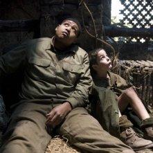 Omar Benson Miller e Matteo Sciabordi in una scena del film Miracolo a S. Anna