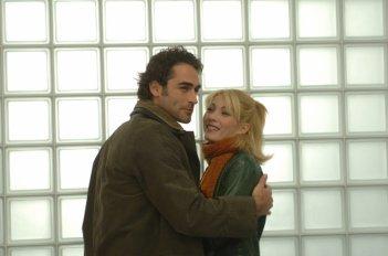 Sergio Múñiz e Milena Miconi in una scena di Terapia d'urgenza