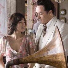 Gong Li e John Cusack in una scena del film Shanghai