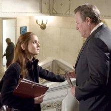 Sarah Wayne Callies insieme a John Heard che interpreta il ruolo di Frank Tancredi, nella serie Prison Break nell'episodio: Avere fede