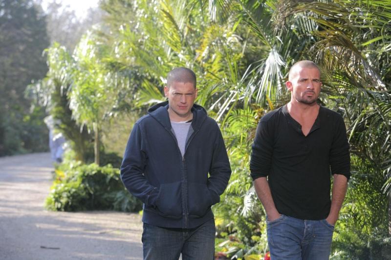 Wentworth Miller e Dominic Purcell interpretano i fratelli Michael e Lincoln nella serie Prison Break, episodio: Appuntamento a Panama