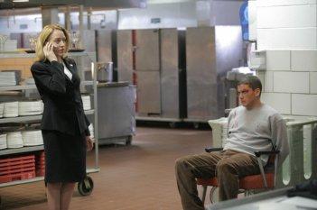Wentworth Miller insieme a Patricia Wettig, qui nel ruolo del Presidente degli Stati Uniti Caroline Raynolds nella serie Prison Break, episodio: Grazia presidenziale