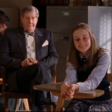 Alexis Bledel e Edward Herrmann: Rory e suo nonno partecipano insieme a un progetto scolastico nell'episodio 'Nuove Decisioni' della serie Una mamma per amica