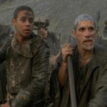 Bra'tac e Rya'c, interpretati da Tony Amendola e Neil Denis, imprigionati in un campo di lavori forzati nell'episodio 'Orpheus' della serie Stargate SG-1