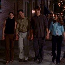 Da sinistra: Laurel Graham, Scott Cohen, Jared Padalecki e Alexis Bladel nell'episodio: Ripensamenti della serie Una mamma per amica