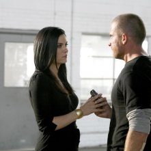 Jodi Lyn O'Keefe interpreta il ruolo di Susan B. Anthony, qui insieme a Dominic Purcell in una scena dell'episodio 'Fuori in 30 secondi' della serie Prison Break