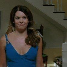 La bella Lauren Graham nel ruolo della vivace Lorelai Gilmore nella serie tv Una mamma per amica, episodio: Il terzo stadio dello sconforto