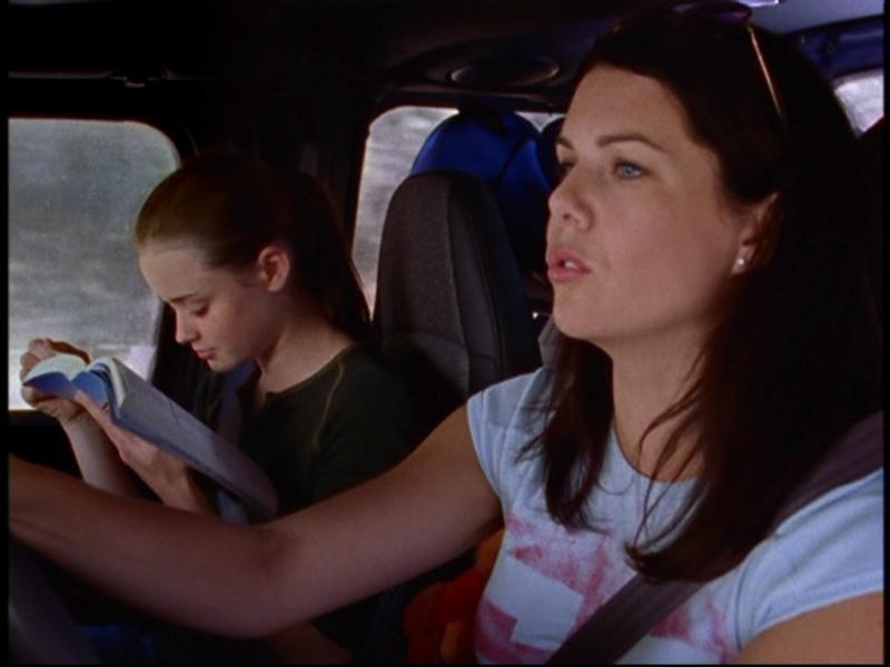 Lauren Graham e Alexis Bledel nell'episodio 'Il Viaggio' dove mamma e figlia vanno in visita ad Harvard nella serie tv Una mamma per amica