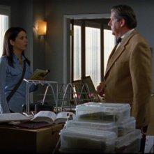 Lauren Graham insieme a Edward Herrmann che interpreta suo padre, Richard Gilmore, nella serie Una mamma per amica, episodio: Cercasi aiuto