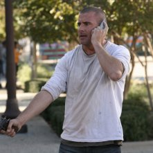 Lincoln Burrows, interpretato da Dominic Purcell, vuole a tutti costi riavere suo figlio sano e salvo nell'episodio ' The Art of the Deal' della serie Prison Break