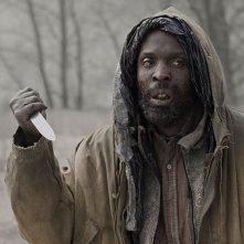 Michael K. Williams in una scena del film The Road