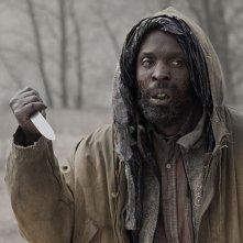 Michael K. Williams in una scena del film The Road