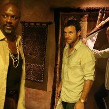 Robert Wisdom, Chris Vance e Wentworth Miller in una scena dell'episodio 'Fuoco e fiamme' della serie Prison Break