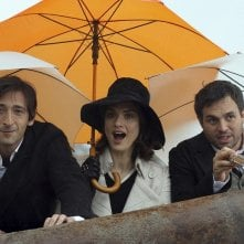 Adrien Brody, Rachel Weisz e Mark Ruffalo in una scena del film The Brothers Bloom