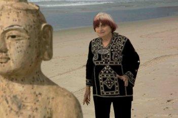 Agnès Varda in una sequenza de Les Plages d'Agnès