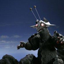 Il terribile Guilala in una scena del film Monster X Strikes Back: Attack the G8 Summit!