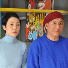 Kanako Higuchi e Takeshi Kitano in una scena del film Achilles and the Tortoise