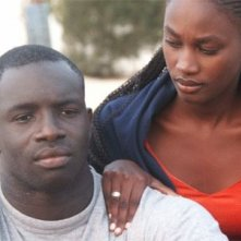 Thierno Thiam e Carmen De Santos in una scena del film Billo - Il Grand Dakhaar