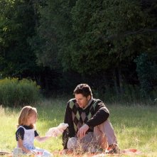 Brooklynn Proulx ed Eric Bana in una scena del film The Time Traveler's Wife