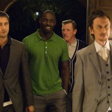 Gerard Butler, Idris Elba e George Bell in una scena del film RocknRolla