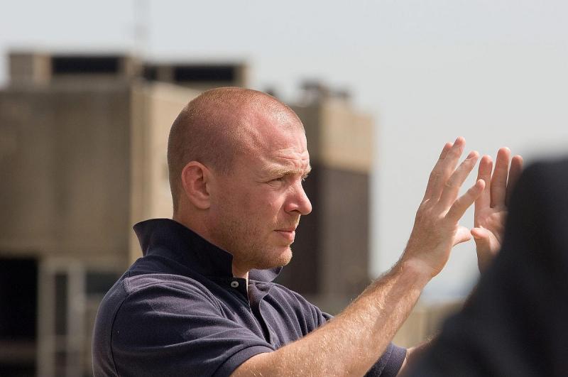 Il regista Guy Ritchie sul set di Rocknrolla