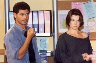 Paola Rinaldi e Peppe Zarbo sul set della soap Un posto al Sole.