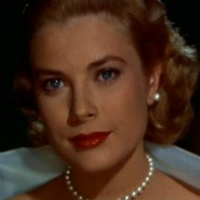 Uno splendido primo piano di Grace Kelly in La finestra sul cortile