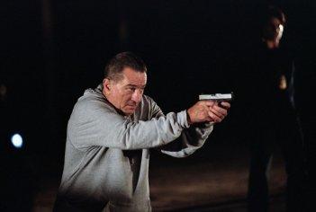 Robert De Niro in una sequenza del film Sfida senza regole - Righteous Kill