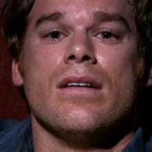Michael C. Hall in un momento drammatico dell'episodio 'Bagno di sangue' della serie tv Dexter