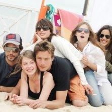 Charlotte Desert, Raphaël Goldman ed altri membri del cast di Summer Dreams in un'immagine promozionale