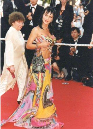 Una coloratissima e sexy Crisula Stafida al Festival di Cannes 2008