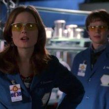 Emily Deschanel in un momento dell'episodio 'Senza speranza' della prima stagione di Bones
