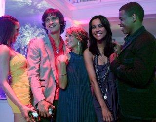 Michael Steger, Shenae Grimes, Jessica Stroup e Tristan Wilds in un momento del pilota della serie 90210