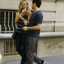 Blake Lively e Penn Badgley in una scena di Gossip Girl, episodio: The Dark Night