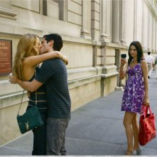 Blake Lively e Penn Badgley in una sequenza di Gossip Girl, episodio: The Dark Night