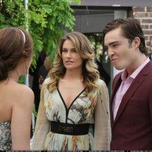 Ed Westwick insieme a Mädchen Amick in una scena della serie Gossip Girl, episodio: Never been Marcused