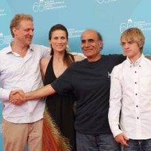 Il regista Amir Naderi con il cast del film Vegas: Based on a True Story a Venezia 65.
