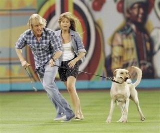 Owen Wilson e Jennifer Aniston in una scena del film Marley & Me