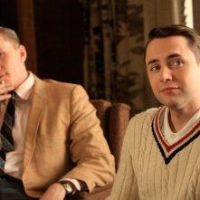 Aaron Staton e Vincent Kartheiser in una scena dell'episodio Three Sundays di Mad Men