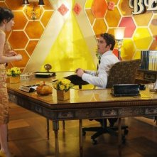 Anna Friel insieme a Lee Pace nell'episodio 'Bzzzzzzz!' della serie tv Pushing Daisies