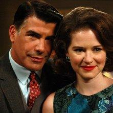 Bryan Batt e Sarah Drew in Flight 1, secondo episodio della seconda stagione di Mad Men