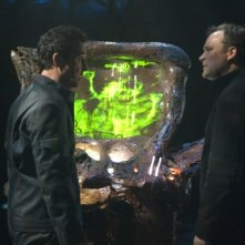 David Hewlett insieme a Paul McGillion in una scena dell'episodio 'Outsiders' della serie Stargate Atlantis