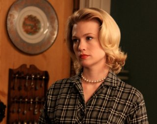 January Jones in una scena di For Those Who Think Young di Mad Men