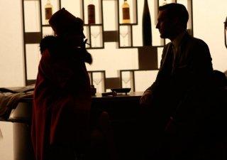 Melinda McGraw e Jon Hamm nell'episodio The Benefactor di Mad Men