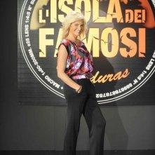 Simona Ventura è la conduttrice della sesta edizione dell'Isola dei Famosi